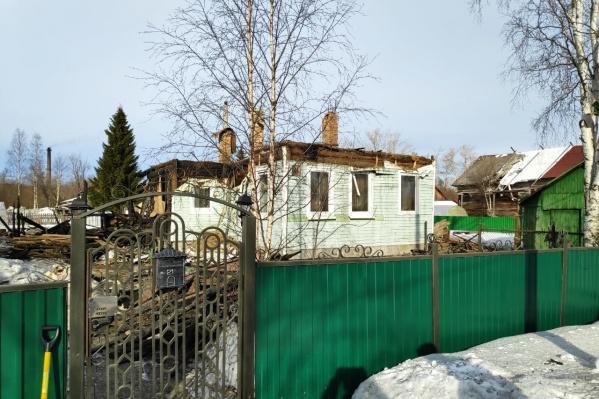У дома сгорела и обрушилась кровля