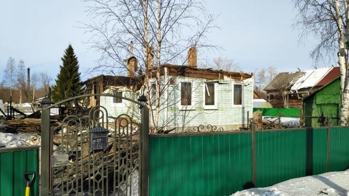 Пламя перекинулось с бани: частный дом сгорел на окраине Архангельска