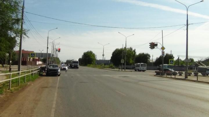 Не уступили дорогу: в Самарской области пассажирка иномарки погибла в ДТП на трассе