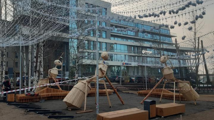 «А-а-а, спасите меня от муравьев-гигантов»: журналист 29.RU — о новых скульптурах в Архангельске