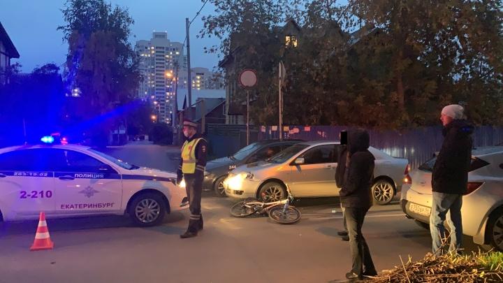 «Мальчика отбросило на соседнюю машину»: в Екатеринбурге Opel сбил 9-летнего велосипедиста