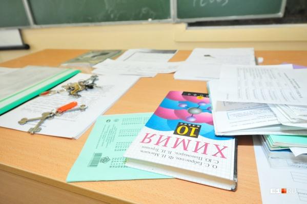 Ученикам 6–8-х и 10-х классов придется учиться дистанционно, скорее всего, до конца полугодия