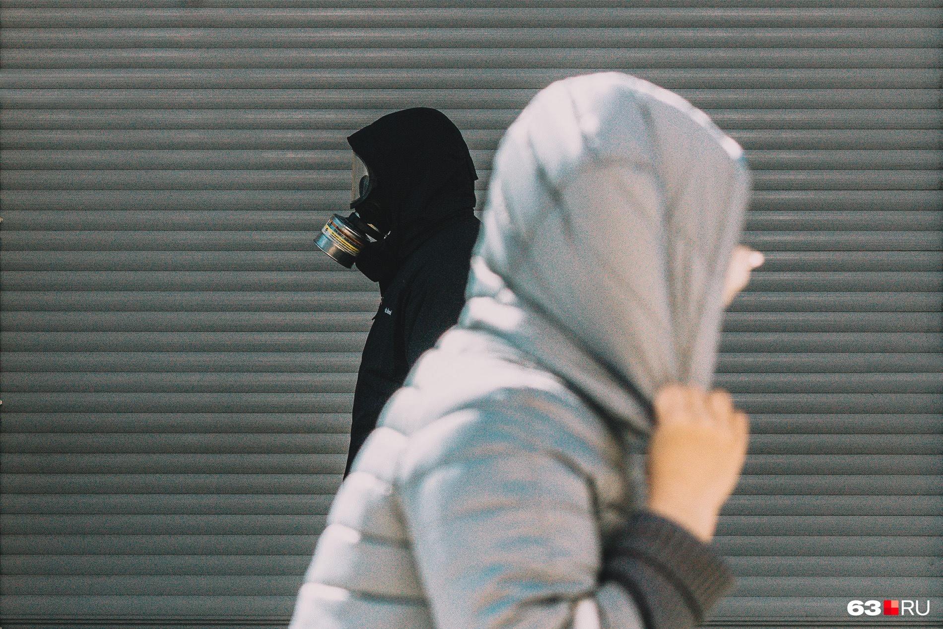 Старайтесь избегать незнакомцев на улицах города — и не только из-за риска заразиться
