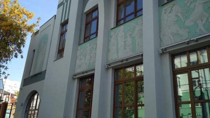 В Самаре на здании бывшего ресторана «Аквариум» восстановили барельефы