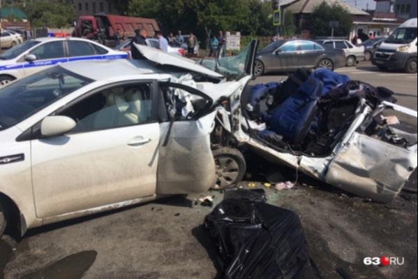 От удара одну из машин разорвало