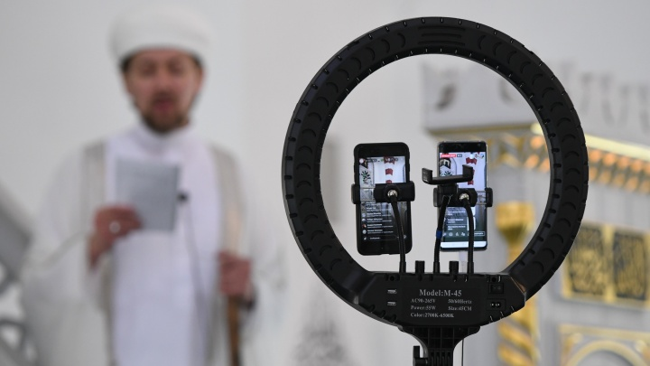 Намаз по видеосвязи: свердловские мусульмане начали отмечать Ураза-байрам