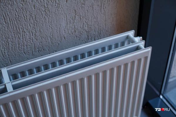 Батареи в домах Боровского по-прежнему греют квартиры, несмотря на теплую майскую погоду