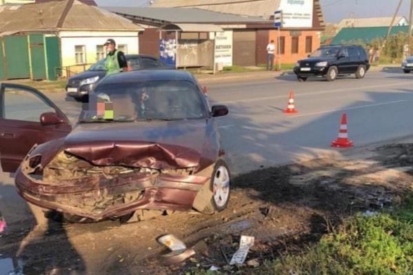 30 августа после аварии на 1-й Трамвайной водителю BMW выписали штрафы за отказ от освидетельствования, отсутствие полиса ОСАГО, выезд на встречку и тонировку