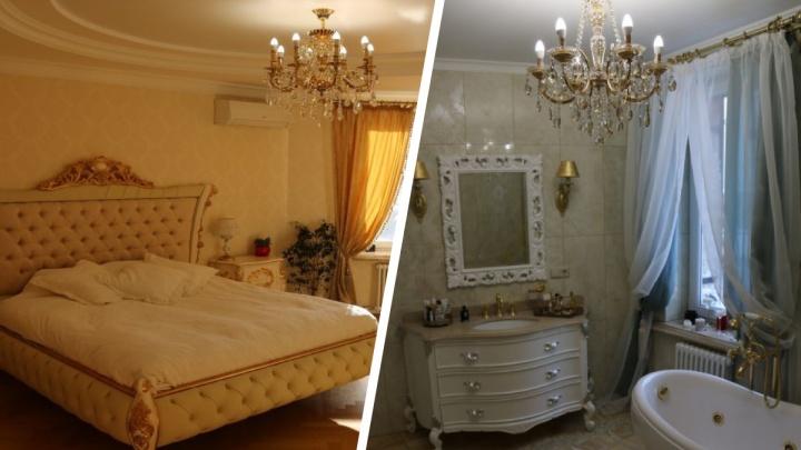 У Оперного театра продают роскошную квартиру с позолоченными кранами и бассейном на террасе. Смотрим её фото
