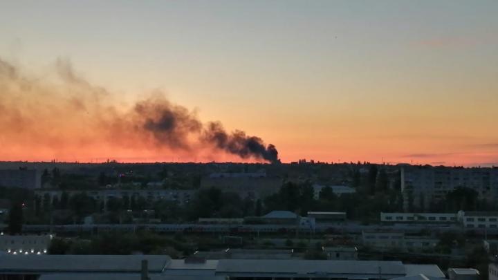 Появилось видео и фото пожара у кладбища Волгограда