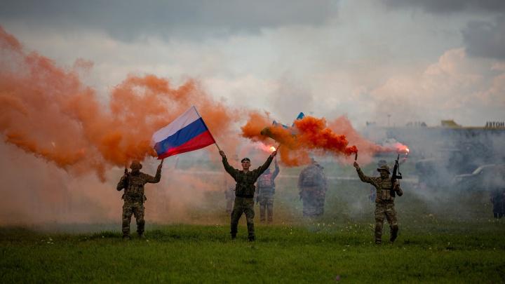 Вертолёт «Терминатор» и булочки от военных: 10 лучших фото с армейского форума в Толмачёво