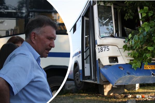 Опытный водитель направил автобус с пассажирами в дерево. Как такое могло произойти?