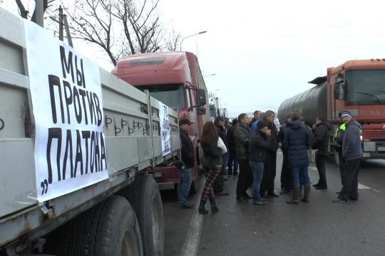 «Возишь ты или нет — платить будут все»: ростовские дальнобойщики — о повышении тарифа «Платона»