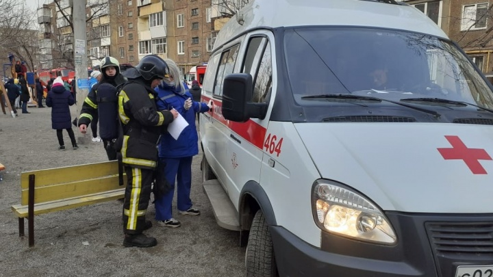 Трое соседей погибшего на пожаре в пятиэтажке челябинца оказались в больнице в тяжёлом состоянии