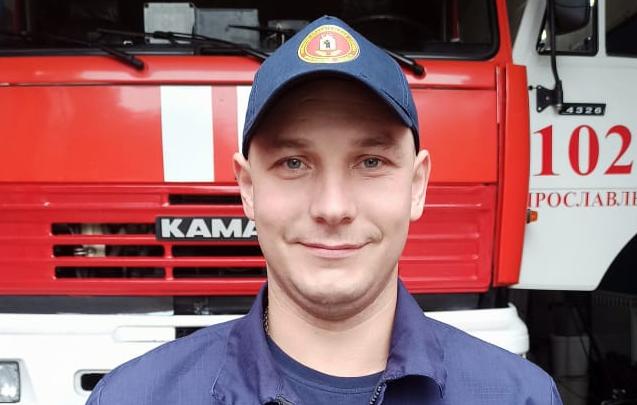 Парень уходил под воду: в Ярославле пожарный спас тонувшего