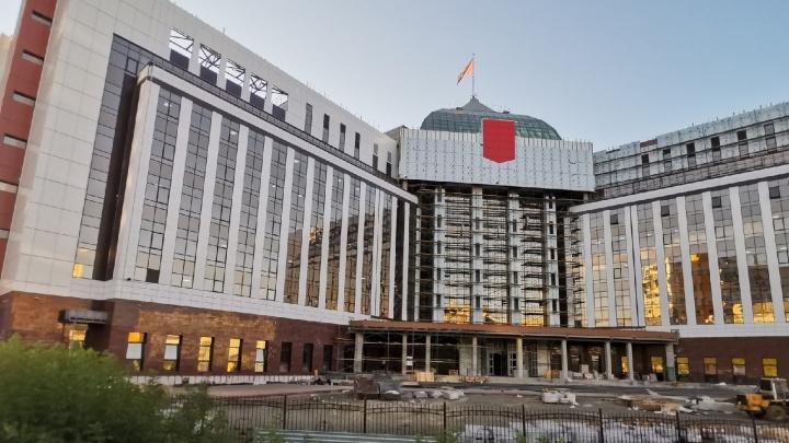В Кемерово почти завершено строительство Кассационного суда. Показываем фото с важных строек города
