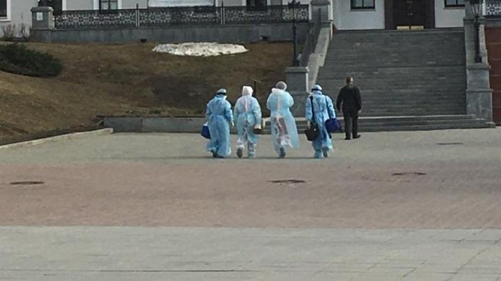 У Храма-на-Крови заметили людей в защитных костюмах