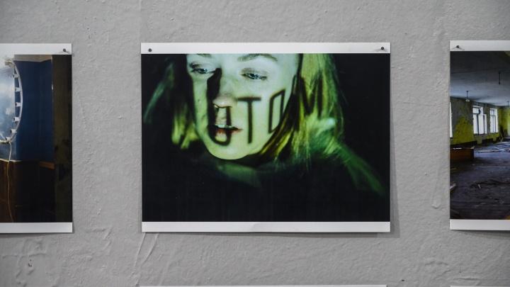 Цитаты о Чеченской войне: фотоэкскурсия по ростовской выставке уличного художника Славы ПТРК