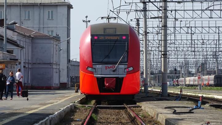 Из Перми до Краснокамска запускают «Ласточку». Мы протестировали новый транспорт — в нём есть розетки и туалеты