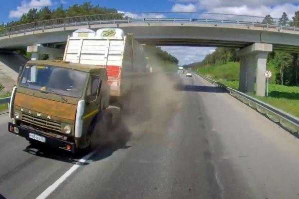 Если бы не реакция водителя КАМАЗа, то жертв было бы не избежать