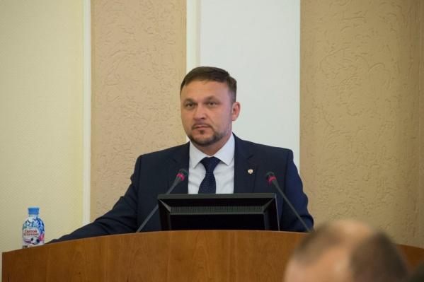 Глава Омского района хочет сменить подержанный седан на новый внедорожник