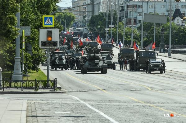 Завтра на улицы выйдут военные и техника
