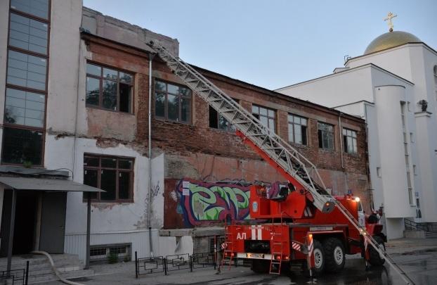 «Будем спасать»: мэр пообещал восстановить сгоревшее здание ЦК «Орджоникидзевский»