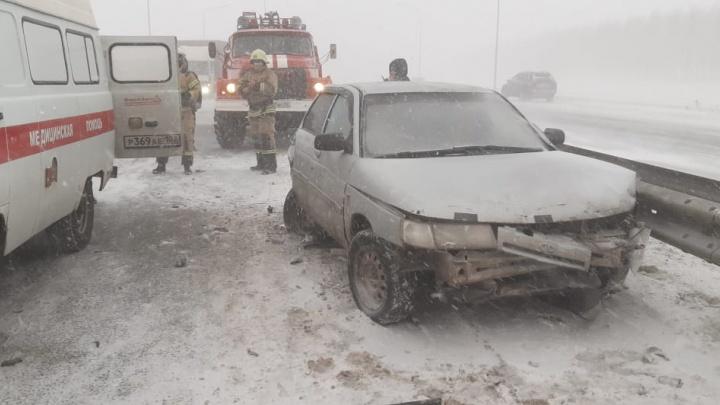 В Уфу ограничили въезд для грузовиков: смотрите, что натворил снегопад