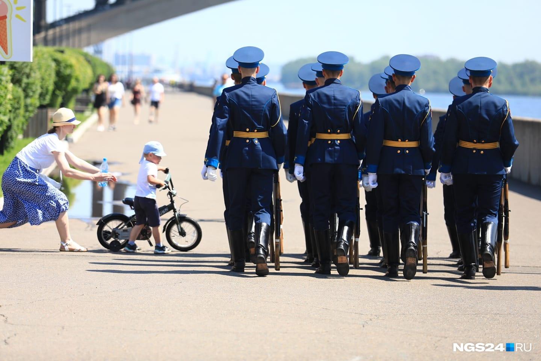 Случай на шествии в Красноярске