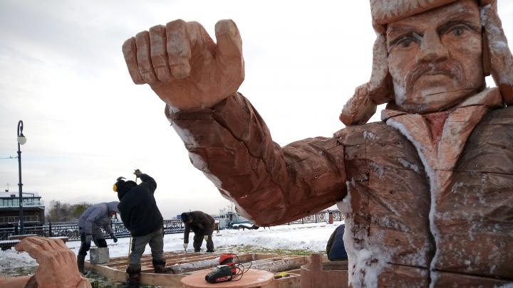 Седов, собаки и настоящий поморский карбас: на Красной Пристани устанавливают новый арт-объект