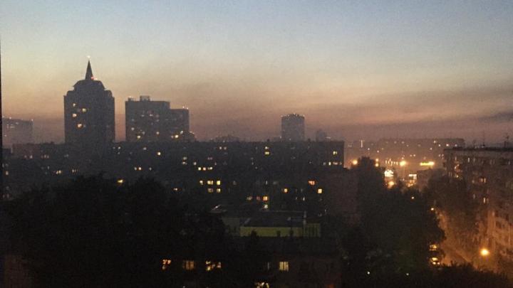 В Октябрьском районе загорелись два частных дома: столбы дыма виднелись в разных частях города