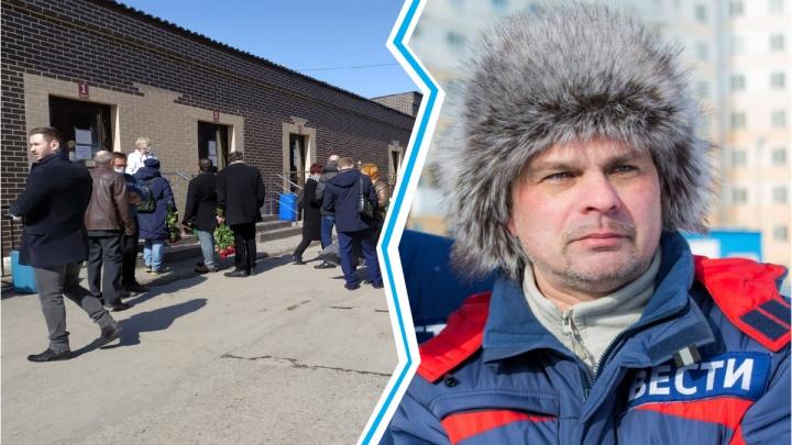 Новосибирцы пришли попрощаться с погибшим журналистом Антоном Лучанским