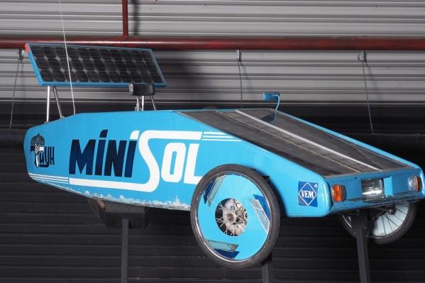 Солнцемобиль«Минисол» весит 140 килограммов и развивает максимум 40 километров в час