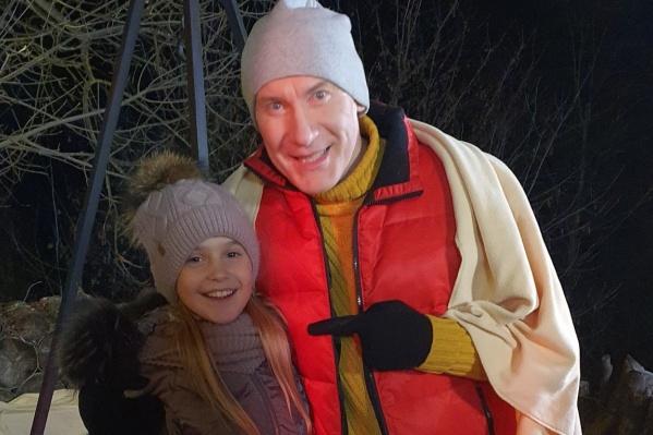 Восьмилетняя девочка из Челябинска по фильму стала дочкой Игоря Жижикина