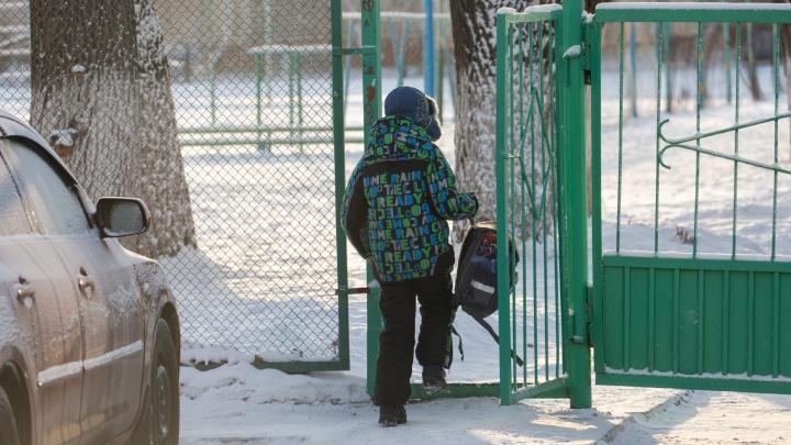 В школах Челябинска из-за мороза отменили уроки (но не всем)