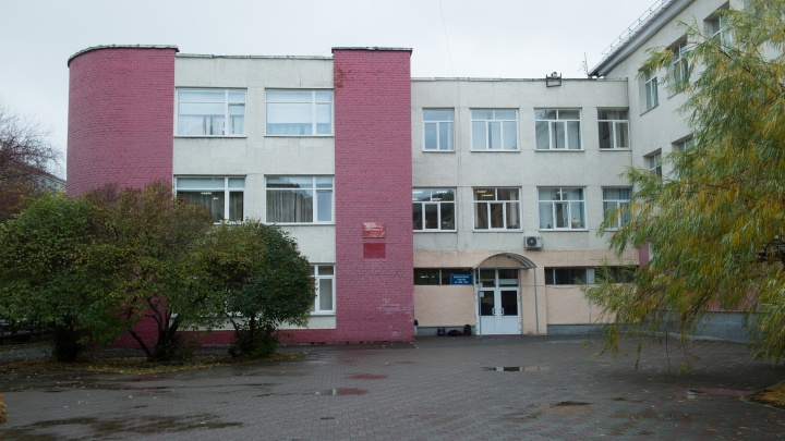 В школах Екатеринбурга осталось почти четыре тысячи свободных мест для первоклассников: список