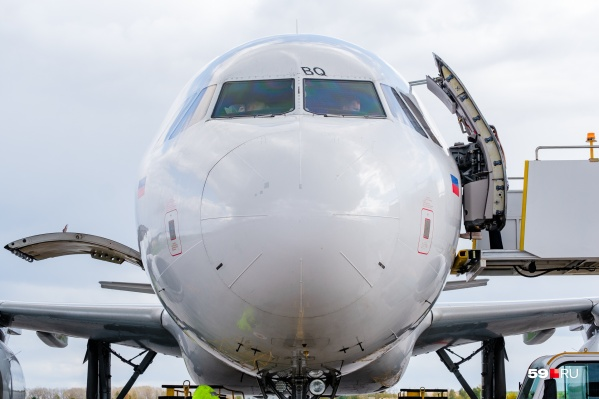 На борту самолета у пассажирок обнаружили признаки ОРВИ