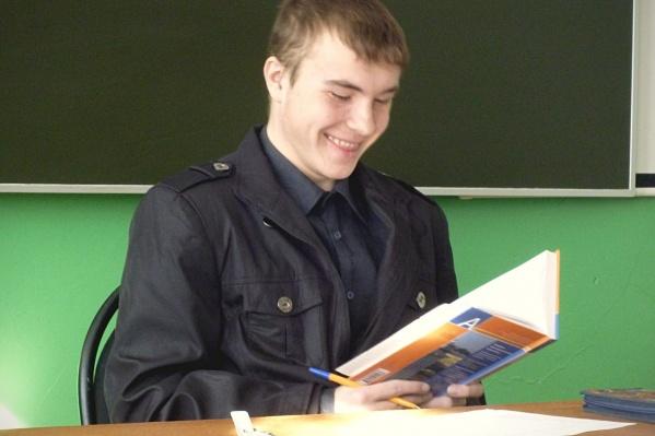 Александр Дурынин работает грузчиком в «Макси»
