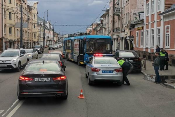 ДТП произошло в районе пересечения улицы Свободы с улицей Собинова, троллейбус ехал в сторону Шинного завода