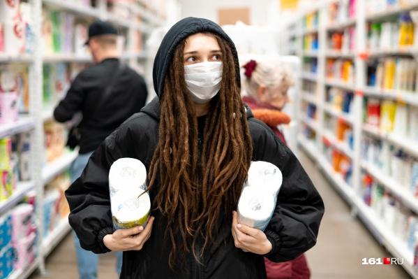 Маски скоро должны поступить в аптеки города, а пока ростовчанам предлагают изготавливать их дома