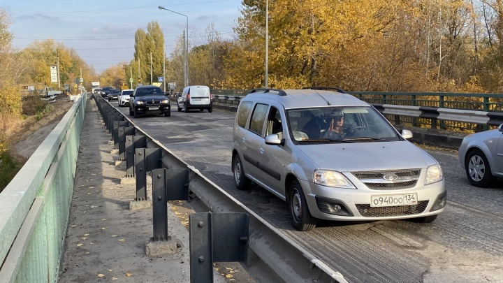 «Приносим извинения водителям»: чиновники рассказали, когда исчезнут пробки на трассе Волгоград — Волжский
