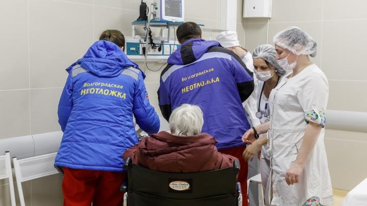 Коронавирус косит стариков: 80% заболевших волгоградцев не знают, где подхватили COVID-19