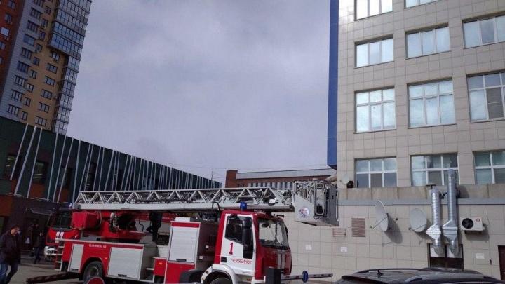 В центре Челябинска эвакуировали посетителей и работников крупного офисного центра