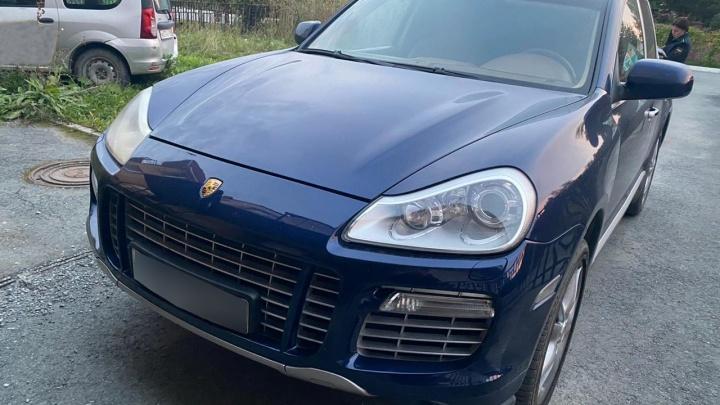 У екатеринбургского бизнесмена забрали Porsche Cayenne за долги перед налоговой