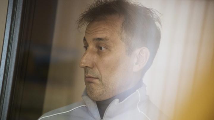 Главе врачебной комиссии областного военкомата, осуждённому за взятки от призывников, отменили приговор