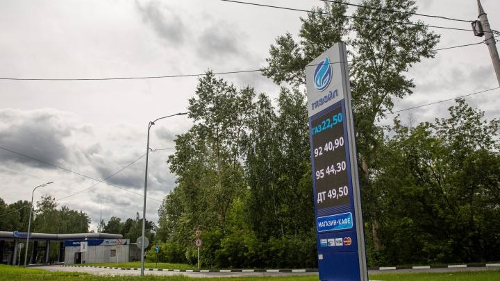 «Это дикий рынок»: газ на новосибирских заправках подорожал почти в два раза. Разбираемся, почему