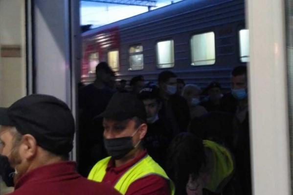 По словам Сергея, пассажирам поезда измеряли температуру дважды в день