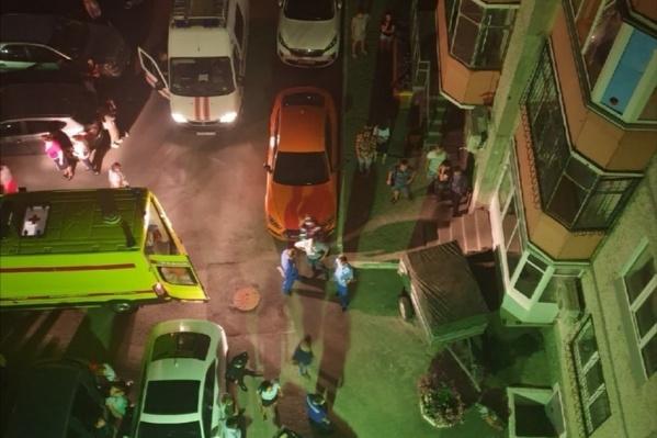 Девочка осталась жива после падения с 9-го этажа