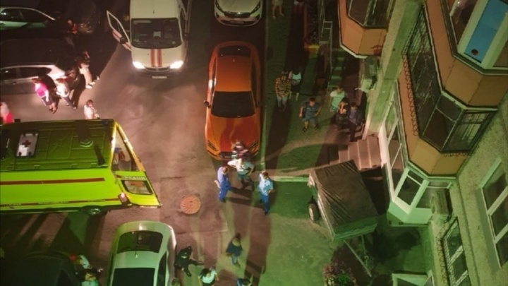 Прокуратура проверит УК дома, с крыши которого упала 15-летняя тюменка и осталась жива