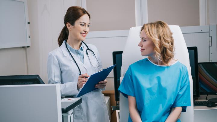 «Не дожидайтесь, пока прижмет»: какие медицинские обследования надо проходить хотя бы раз в год